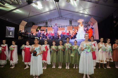 """Abertura Oficial XXV Natal em Indaial Espetáculo """" Natal Encantado"""" com a soprano Paula Tessarolo, Pianista Helder Cadore e Orquestra de Câmara de Indaial;"""
